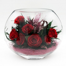 Красные розы в уплощенной вазе 29-592