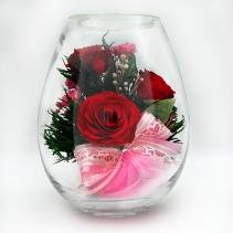 Красные розы в малой вазе в форме капли 30-529