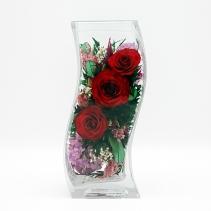 Красные розы в изогнутой вазе 320959