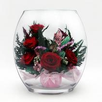 Красные розы в уплощенной вазе 33-872