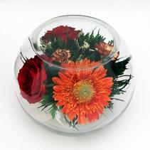 Яркая гербера с розами с стеклянном шаре 38-273