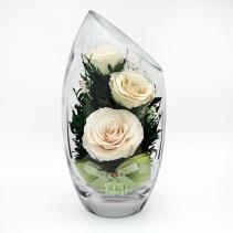 Белые розы в стеклянной вазе со скосом 40-818