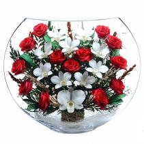 Алые розы с сердцем из белых орхидей EJM-02