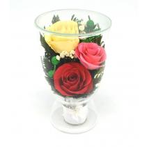Разноцветные розы в стеклянной вазочке CULR5c
