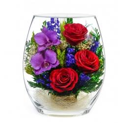 Розы и орхидеи в плоской вазе