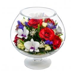 Цветы в большом бокале